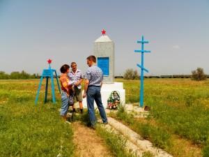 У обелиска на месте лагеря военнопленных.