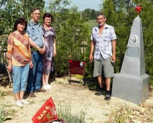 Воинское захоронение в хуторе Верхнечирском.